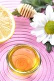 蜂蜜和柠檬 库存图片