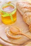 蜂蜜和面包 免版税库存照片