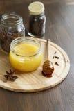 蜂蜜和香料 库存图片