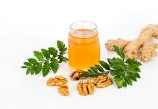 蜂蜜姜和坚果白色背景 库存图片