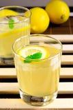 蜂蜜柠檬汁 库存图片