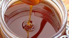 蜂蜜浸染工活泼的蜂蜜宏观射击  影视素材