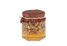 蜂蜜瓶子用核桃 免版税库存图片