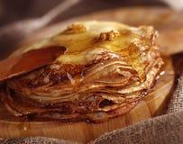 蜂蜜薄煎饼 库存照片