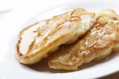 蜂蜜薄煎饼 库存图片