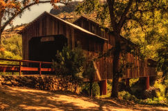 蜂蜜跑的被遮盖的桥 免版税图库摄影
