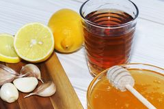 蜂蜜,大蒜,柠檬-自然医学 免版税库存图片