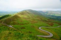 蜒蜒路在高峰区英国 库存照片