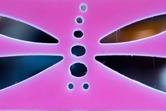 以蜻蜓桃红色的形式钢板蜡纸 宏指令 免版税图库摄影