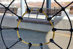绳索蜘蛛网在操场 免版税库存照片