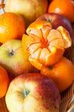 蜜桔和苹果 库存图片
