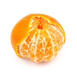 蜜桔果子,当部分地被剥皮的皮肤被隔绝在白色背景 免版税库存图片