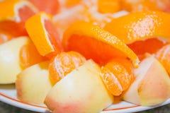 蜜桔果子 在桌上的蜜桔谎言 新鲜水果 库存照片