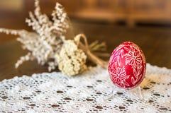 蜡压印的复活节彩蛋,复活节装饰,复活节folkart,春天装饰 免版税库存图片