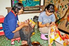 蜡染布爪哇发音是传统上是m的布料 库存照片