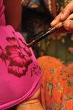 蜡染布绘画技术 库存图片