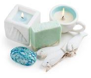 蜡烛、白色和绿松石手工制造肥皂 库存照片
