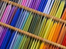 蜡烛五颜六色的显示在杂货商的 库存图片