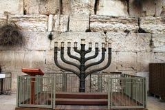 蜡烛光明节持有人犹太menorah 免版税库存图片