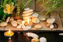 蜡烛和自然石头 库存图片