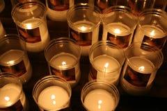 蜡烛在一个教会里在佛罗伦萨,意大利 免版税库存图片