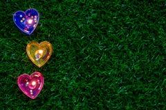 蜡烛在地板上的心脏形状 库存图片