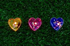 蜡烛在地板上的心脏形状 免版税库存图片