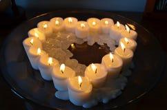 蜡烛在心脏 免版税库存照片