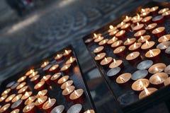 蜡烛在教会里 库存照片