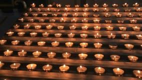 蜡烛在法坛,教会仪式附近烧