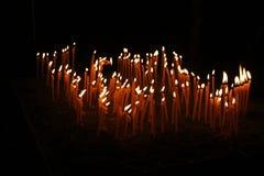蜡烛在黑暗中 免版税库存图片