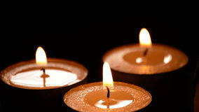蜡烛在黑背景中 影视素材