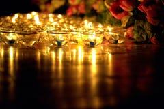 蜡烛在Asalha Puja天, Magha Puja天, Visakha Puja天点燃了泰国文化 免版税库存图片