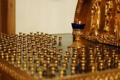 蜡烛基督徒orhodox立场寺庙 免版税库存照片
