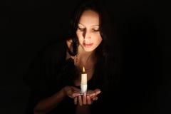 蜡烛女孩 免版税库存图片
