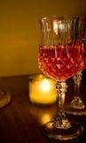 蜡烛水晶葡萄酒杯 免版税库存照片