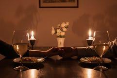 蜡烛浪漫正餐的光 免版税库存图片