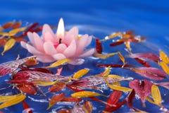 蜡烛浮动的莲花 图库摄影