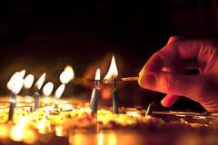 蜡烛点燃 免版税库存图片