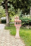 蜡烛的一个地方在天使附近迈克尔和Gavriil的教会在Fagaras市在罗马尼亚 免版税库存图片