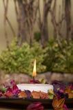 蜡烛装饰温泉 免版税库存照片