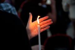蜡烛轻的守夜 免版税库存照片