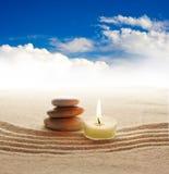 蜡烛轻的石头 免版税库存照片