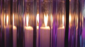 蜡烛通过玻璃烧瓶美妙地发光 股票录像