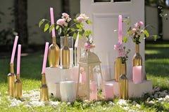 蜡烛andred花的美丽构成 库存照片