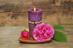 蜡烛feng玫瑰色shui 库存照片