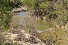 蜿蜒的岩石小河 库存图片