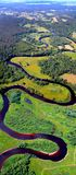 蜿蜒的河视图从上面 库存照片