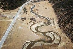 蜿蜒的河鸟景色香格里拉的 图库摄影