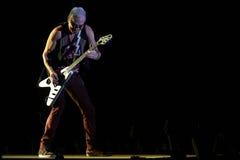 蝎子带执行活在体育场 免版税库存图片